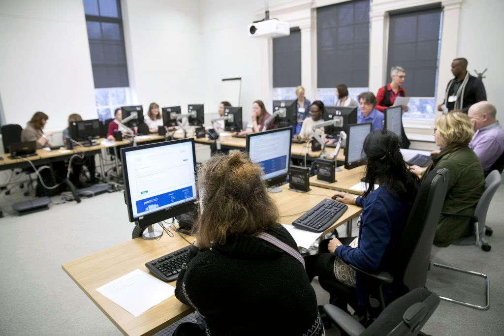 Learners using computers © Jess Hurd/reportdigital.co.uk